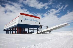 Die deutsche Forschungsstation Neumayer-Station III in der Antarktis. Alfred-Wegener-Institut /Thomas Steuer (CC-BY 4.0)